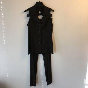 Studio Y size 9/10 pant suit. Black.